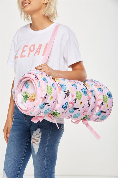 Roll Me Around, TROP FLORAL