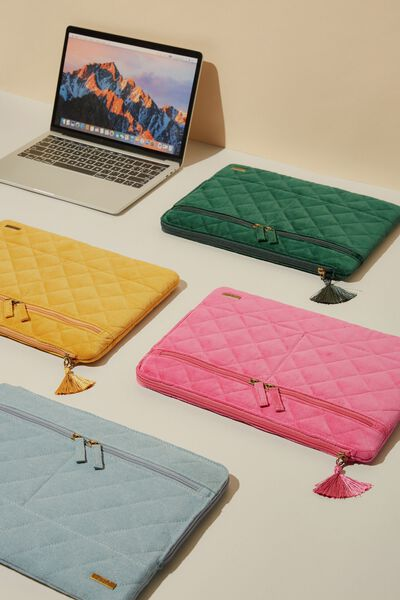 Velvet Oxford 13 Inch Laptop Case, QUILTED SHOCKING PINK